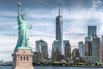 [5] 미국 뉴욕(New York, US)  1939년 제2차 세계대전이 발발하자 유대인이었던 샤갈은 유럽을 떠나  미국으로 망명합니다. 이 시기 뉴욕은 파리를 이어 미술계의 중심 도시로 변하고 있었고,  1926년 뉴욕에서 첫 전시를 열었던 샤갈은 정착 이후 10년 동안 꾸준히 명성을 쌓아갑니다.