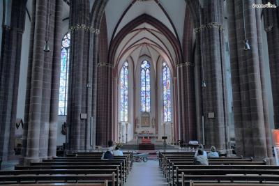 [11] 마인츠 성 슈테판 대성당(St. Stephanskirche, Mainz, Germany)  독일의 소도시 마인츠의 대표 성당 중 하나인 성 슈테판 대성당.  성 슈테판 대성당의 스테인드글라스는 샤갈이 91세에 제작을 시작해  98세에 끝마친, 그의 마지막 작품으로 알려져 있습니다.  천국, 승천하는 천사 등 다양한 성서 속 주제를 아름답게 표현했습니다.