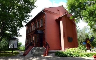 ▲샤갈 아트 센터(Vitebsk Marc Chagall Art Center)  역시 1992년에 개관했으며, 샤갈의 작품 300여 점이 전시되고 있습니다.  아트 센터 내부에는 도서관이 있어, 샤갈의 자서전이나 비텝스크에 대한 책 등  샤갈의 뿌리를 이해하는 데에 도움이 될 자료들을 다수 소장하고 있습니다.