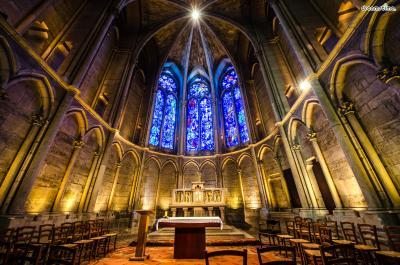 [7] 프랑스 랭스 대성당(Cathedral of Reims)  프랑스 랭스 대성당은 과거 프랑스 왕들이 대관식을 치르던 곳으로,  유네스코 세계문화유산으로도 지정되어 있는 중요한 성당입니다.  이곳에서도 샤갈이 그린 아름다운 스테인드글라스를 만나볼 수 있는데요.  세계대전 이후 랭스 대성당이 재건되면서 성당의 스테인드글라스가  샤갈에게 의뢰된 것이라고 하네요.