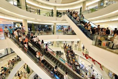 [가 볼 만한 곳]  *아시아를 대표하는 쇼핑몰 중 한 곳, 시암 파라곤  *신진 디자이너 브랜드가 가득한 쇼핑몰, 시암 센터  *저렴하고 개성 있는 아이템들이 많은 아울렛 쇼핑몰, 마분콩  *태국 미술이 궁금하다면, 방콕 아트 앤 컬쳐 센터