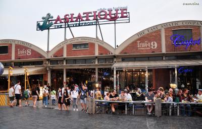 [가 볼 만한 곳] *방콕의 새로운 랜드마크, 아시아티크  *태국 최대 규모의 쇼핑몰, 아이콘시암  *리버사이드에서 가장 힙한 복합문화공간, 더 잼 팩토리