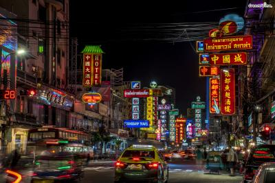 [8] 차이나타운(Chinatown)  방콕에서도 차이나타운을 만나볼 수 있다.  교통편이 좋은 편은 아니지만 특유의 이국적인 분위기와  저렴한 가성비 맛집들이 가득해 언제나 많은 사람들로 붐빈다.  특히 차이나타운에서는 질 좋은 해산물들을 저렴하게 맛 볼 수 있다.