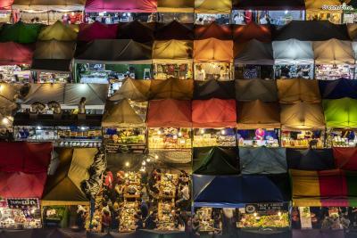 ▲방콕에서 가장 힙한 감성의 빈티지 야시장,  짜뚜짝 그린 마켓(JJ Green Market)