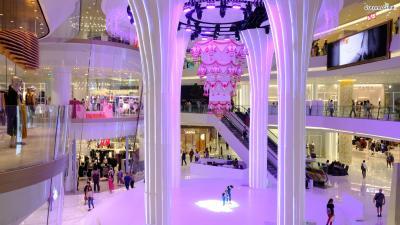 [9] 쇼핑몰 투어(Shopping Mall Tour)  쇼핑의 메카로 불리는 도시 방콕.  도시 곳곳에 다양한 테마의 대형 쇼핑몰들이 가득하다.  시암 지구는 방콕에서도 대표적인 쇼핑 지구로 꼽히는데,  시암 센터, 시암 디스커버리, 터미널21 등의 쇼핑몰들이 유명하다.