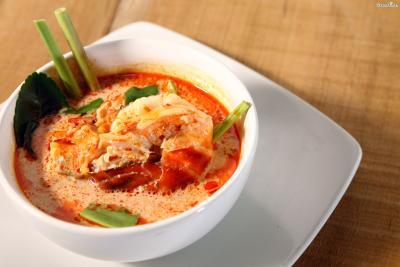 ▲가장 유명한 태국 음식, 똠얌꿍(Tom Yam Kung).  새우에 향신료와 소스를 넣고 끓인 것이다.