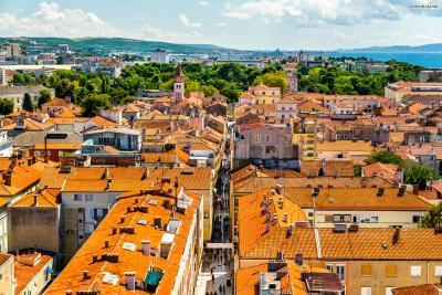 자다르는 생각보다 아주 오랜 역사를 지닌 유서 깊은 도시이다. 고대 로마 시대부터 문헌에 등장했으며, 중세에는 슬라브의 상업과 문화 중심지로도 활약했다.