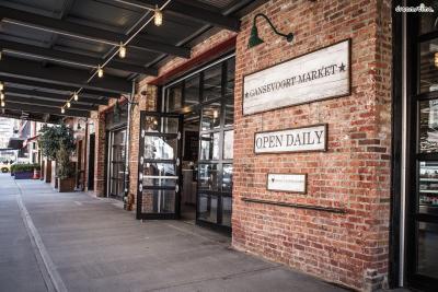 [가 볼 만한 곳] *뉴요커들이 사랑하는 복합문화공간, 첼시 마켓  *요즘 뉴욕에서 가장 핫한 현대미술관, 휘트니 미술관  *미트패킹을 대표하는 이탈리아 레스토랑, Santina  *<섹스 앤 더 시티>에 등장했던 브런치 맛집, Pastis