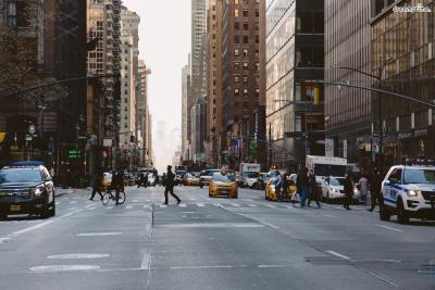 [6] 매디슨 에비뉴(Madison Avenue)  5번가 인근에 위치하고 있는 매디슨 에비뉴는  뉴욕의 명품 쇼핑 거리 중 하나로,  5번가보다 더 한적해 좀더 조용하게  쇼핑을 즐길 수 있다는 장점이 있다.