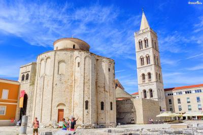 9세기 초에 지어진 로마시대의 유적 ▲성 도나트 성당(Church of St. Donat) 자다르의 상징으로 꼽히는 기념비적인 건축물로서 죽기 전에 꼭 봐야 할 세계 건축물에도 이름을 올렸다.