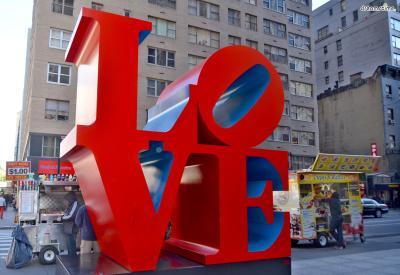 ▲가장 많은 뉴욕 인증샷이 찍히는 LOVE 동상.  뉴욕현대미술관 인근에 위치하고 있다.