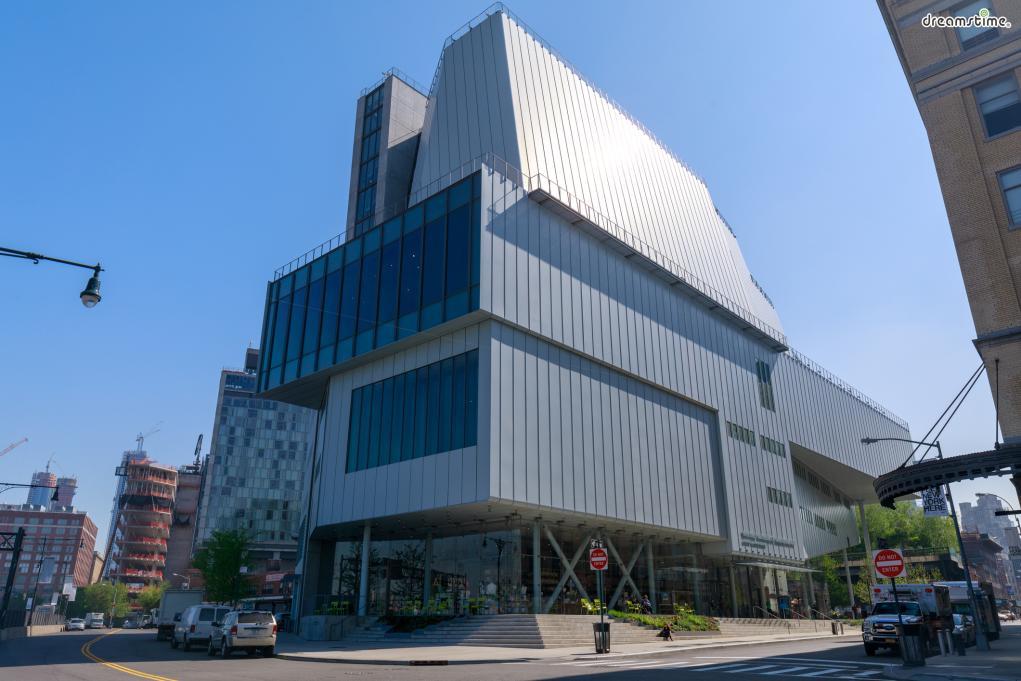▲휘트니 미술관(Whitney Museum of American Art)  이름처럼 미국의 미술 작품을 위주로 전시하고있으며,  생활에 곤란을 겪는 유능한 작가의 구제를 목적으로 작품을 사들인 것이 미술관의 시초.  현존하는 작가의 우수작 수집을 원칙으로 하고 있어 흥미로운 전시가 많다.