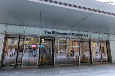 ▲미국을 대표하는 현대미술관인 뉴욕현대미술관(MoMA).  고흐의 걸작 《별이 빛나는 밤에》, 앤디 워홀의 《마릴린 먼로》 등  세계적인 근현대미술 작품들의 원본을 만나볼 수 있다.