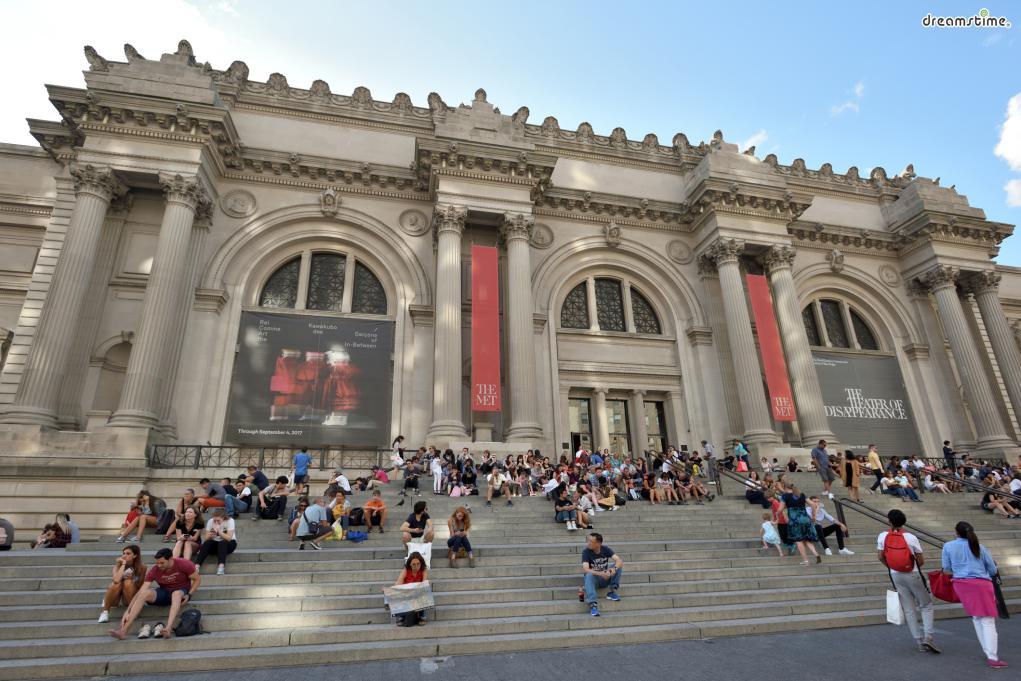 ▲미국에서 가장 큰 미술관인 메트로폴리탄 미술관.  작품 수가 너무 많아 모든 작품을 보려면 3일도 모자라다.  이집트 및 고대 미술관과서양화 컬렉션이 가장 인기있다.