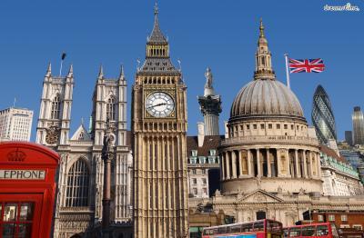 [2] 영국 런던(London, UK)   자하 하디드는 1972년 런던 건축협회학교에서 건축 공부를 시작합니다.  1977년 학위를 받은 뒤 스승이었던 렘 콜하스와 함께 일하며 실무를 익힙니다. 1980년에는 런던에 자신의 사무소를 열어 여러 국제 공모전을 통해 명성을 얻기 시작합니다.  또한 그녀는 런던 건축협회학교와 하버드 디자인 대학원, 시카고의 일리노이 대학교,  컬럼비아 대학교, 예일 대학교, 빈 응용예술대학 등에서 학생들을 가르칩니다.