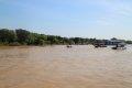 톤레삽 호수의 배들