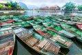 닌빈 땀꼭의 관광객을 태우기 위한 배들