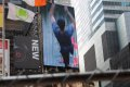 광고와 인파로 붐비는 타임스퀘어의 여름풍경