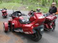 여행객들이 타고 온 오토바이
