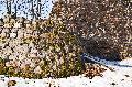 가까이서 본 크레바 성 터의 겨울