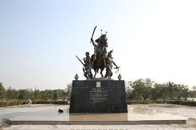 탁신 왕 기념상