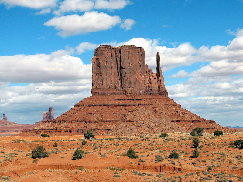 1280px-Monument_Valley_01-2.jpg