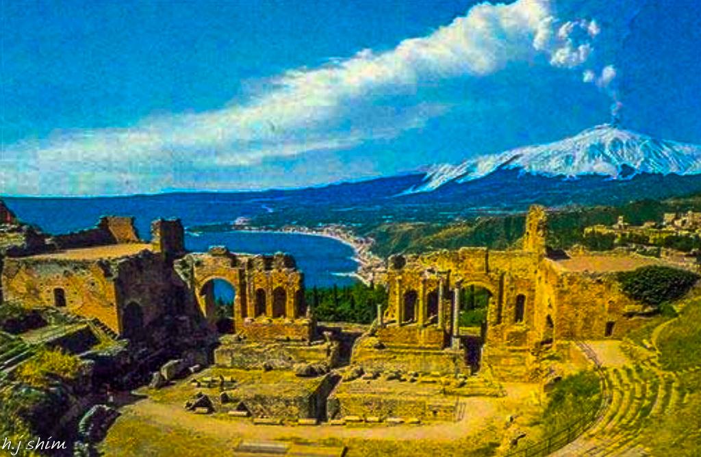 고대극장과 에트나화산.jpg