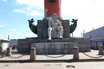 바실리예프스키 섬, 해전 기념 원주 02