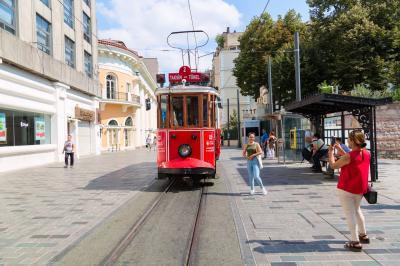 탁심 광장의 트램  04