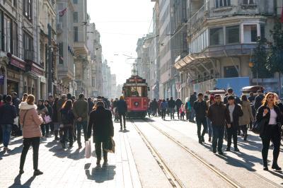탁심 광장의 트램  06