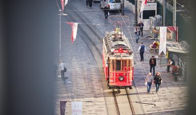탁심 광장의 트램  02