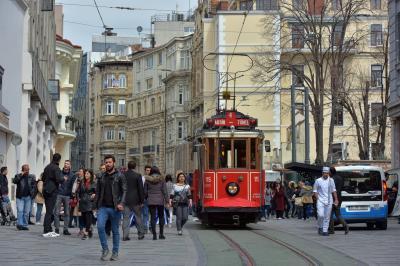 탁심 광장의 트램  07
