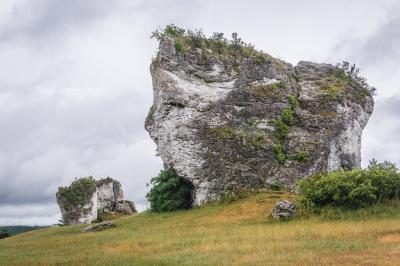 미로브 성 유적지 바위들