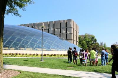 시카고 대학교, 만수에토 도서관 04