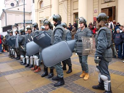 계엄령 도입 30주년 기념일, 계엄령 도입 반대 시위대  03
