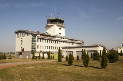 포즈난 쉐시니 공군기지 군사공항 타워 01