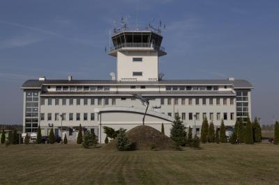 포즈난 쉐시니 공군기지 군사공항 타워 02