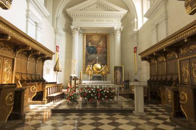 거룩한 십자가 리사 고라 메리 수도원 내부