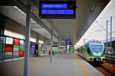 바르샤바 국립 경기장 기차역 플랫폼