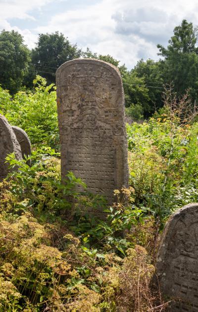 나드비르나 유대인 묘지 06