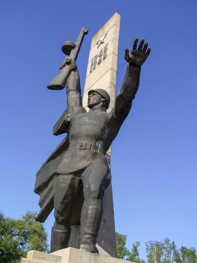 자포리쟈 크로싱 동상