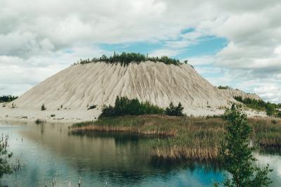 루무 채석장 언덕