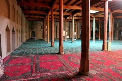 액민탑 모스크 내부