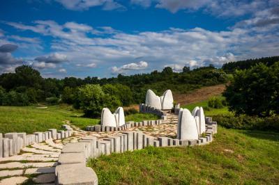 수마리체 기념 공원 카메니 스파바치 기념비