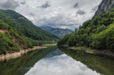 메헤딘치 산 체르나 강 01