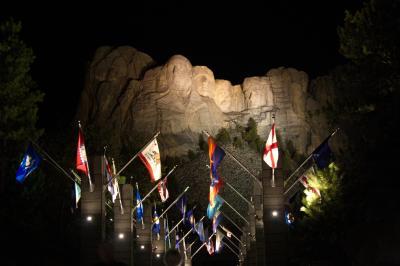 러시모어산, 야간 점등식 12