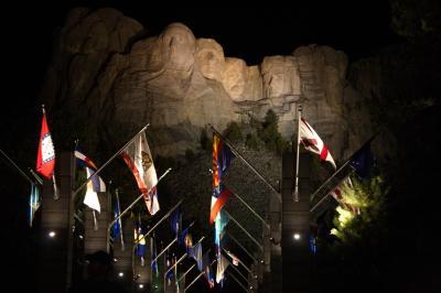 러시모어산, 야간 점등식 13