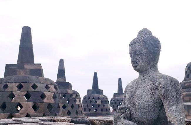 무슬림의 나라 인도네시아의 불교유적지 보로부드르