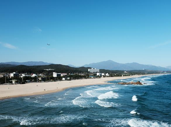 청량한 바다와 백사장이 아름다운 하조대 해수욕장