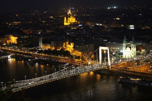 부다페스트의 밤은 낮보다 아름답다.